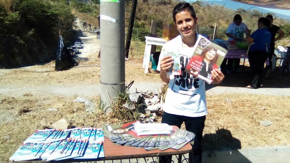 MINISTERS REACH OUT WITH HEALING SCHOOL MAGAZINE IN EL SALVADOR